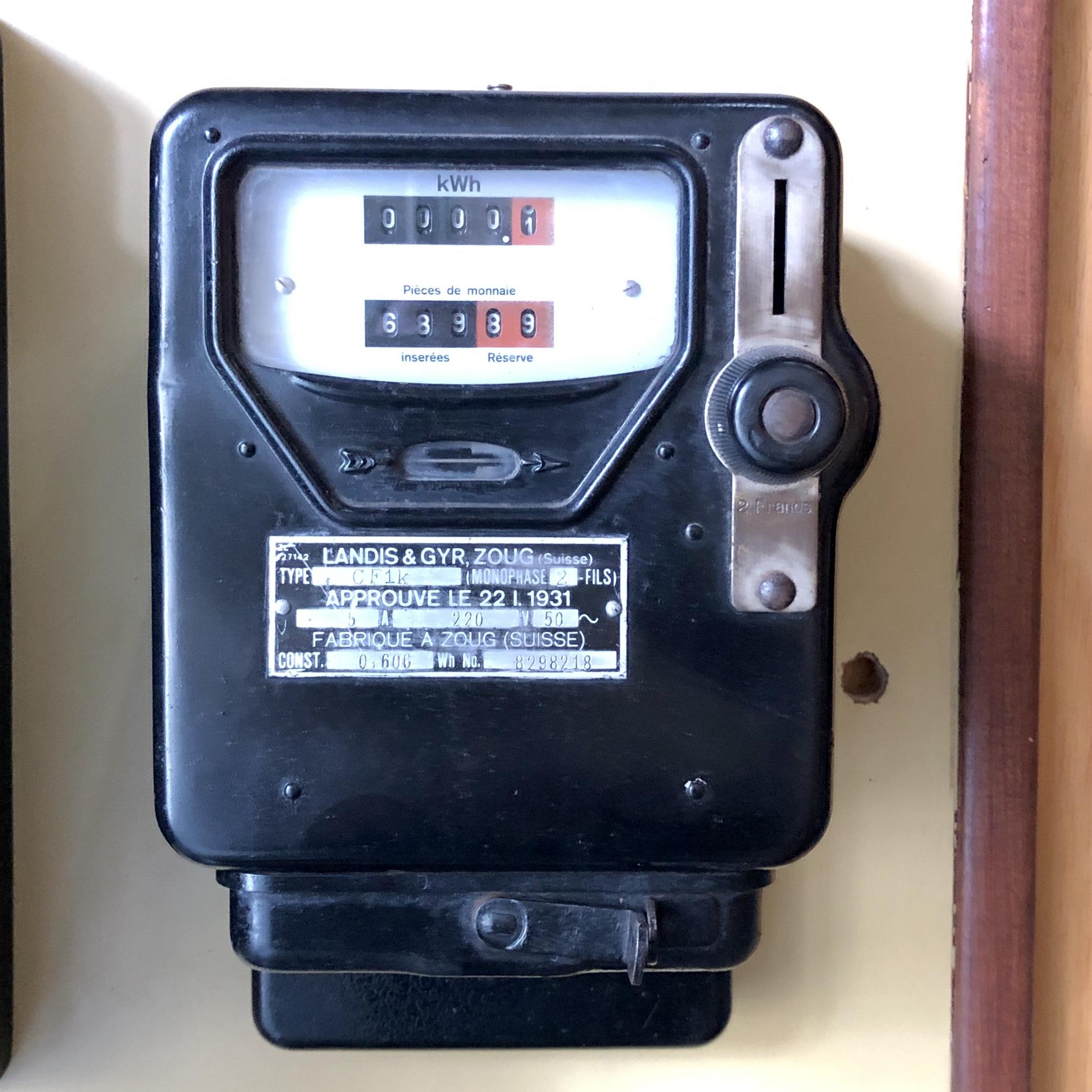 Compteur électrique à pièces